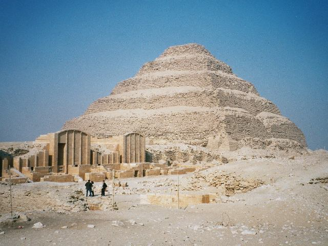 A pirâmide quadrada de Djoser